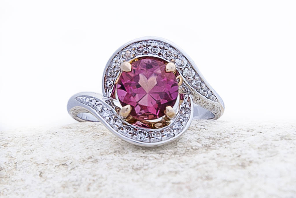 joaillerie turcaud bague tourbillon ors blanc et rose tourmaline diamants