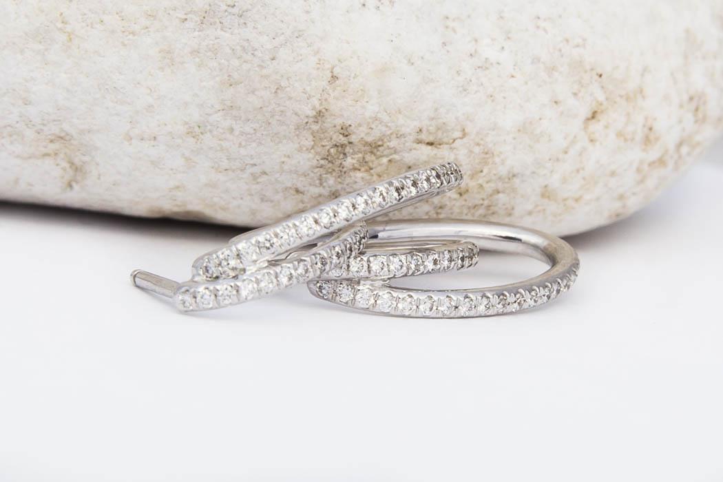 joaillerie-turcaud-boucles-oreilles-double-anneau-or-blanc-diamants
