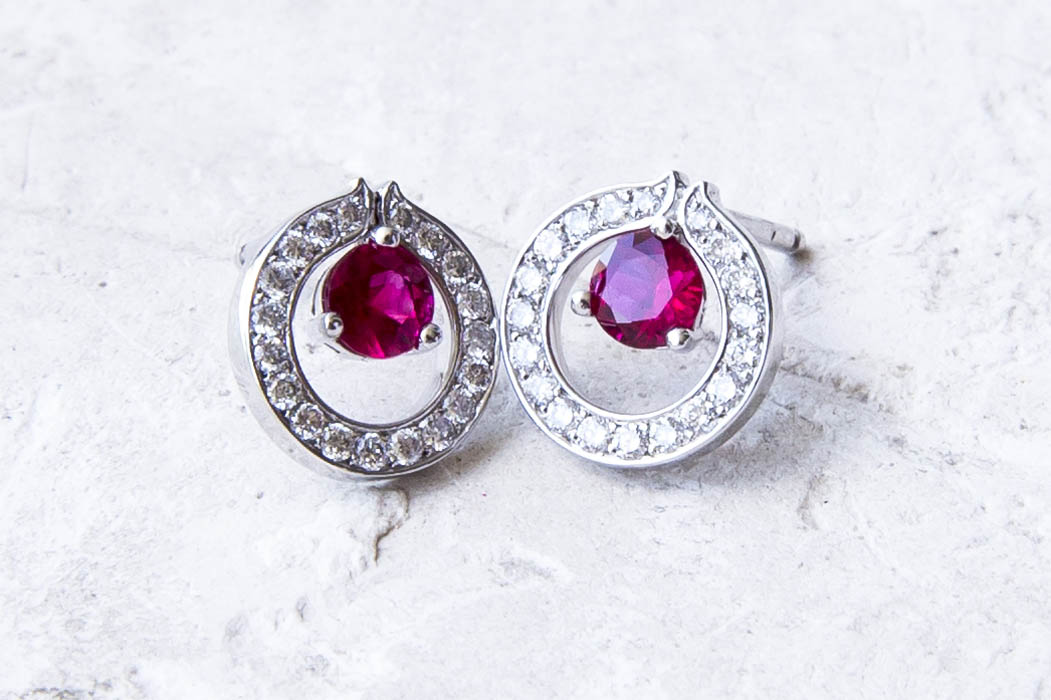 joaillerie-turcaud-boucles-oreilles-rubis-or-blanc-couronne-diamants